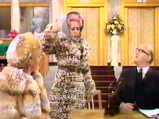 The Are You Being Served Gallery on YCDTOTV.de   Path: www.YCDTOTV.de/aybs_img/d4_51.jpg