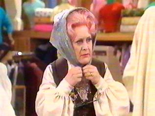 The Are You Being Served Gallery on YCDTOTV.de   Path: www.YCDTOTV.de/aybs_img/d4_58.jpg