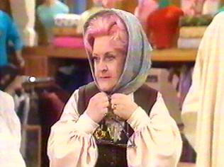 The Are You Being Served Gallery on YCDTOTV.de   Path: www.YCDTOTV.de/aybs_img/d4_59.jpg
