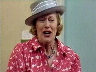 The Keeping Up Appearances Gallery on YCDTOTV.de   Path: www.YCDTOTV.de/kua_img/e2_300.jpg