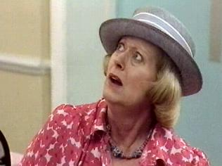 The Keeping Up Appearances Gallery on YCDTOTV.de   Path: www.YCDTOTV.de/kua_img/e2_304.jpg
