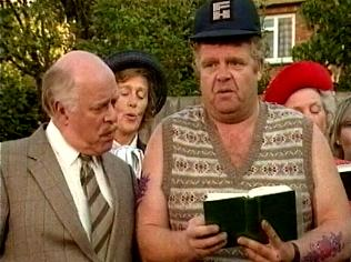 The Keeping Up Appearances Gallery on YCDTOTV.de   Path: www.YCDTOTV.de/kua_img/e2_318.jpg