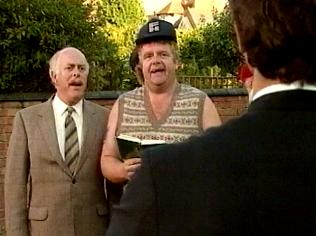 The Keeping Up Appearances Gallery on YCDTOTV.de   Path: www.YCDTOTV.de/kua_img/e2_320.jpg