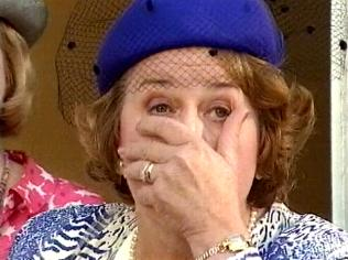 The Keeping Up Appearances Gallery on YCDTOTV.de   Path: www.YCDTOTV.de/kua_img/e2_324.jpg