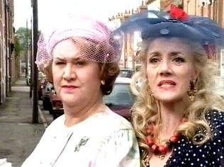 The Keeping Up Appearances Gallery on YCDTOTV.de   Path: www.YCDTOTV.de/kua_img/e3_210.jpg