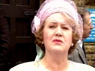 The Keeping Up Appearances Gallery on YCDTOTV.de   Path: www.YCDTOTV.de/kua_img/e3_232.jpg