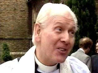 The Keeping Up Appearances Gallery on YCDTOTV.de   Path: www.YCDTOTV.de/kua_img/e3_235.jpg