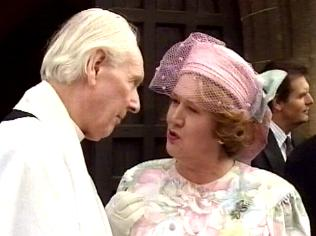 The Keeping Up Appearances Gallery on YCDTOTV.de   Path: www.YCDTOTV.de/kua_img/e3_248.jpg
