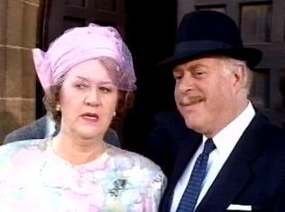 The Keeping Up Appearances Gallery on YCDTOTV.de   Path: www.YCDTOTV.de/kua_img/e3_259.jpg
