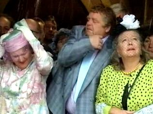 The Keeping Up Appearances Gallery on YCDTOTV.de   Path: www.YCDTOTV.de/kua_img/e3_264.jpg
