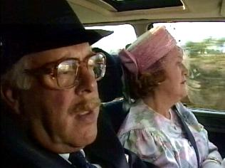 The Keeping Up Appearances Gallery on YCDTOTV.de   Path: www.YCDTOTV.de/kua_img/e3_271.jpg
